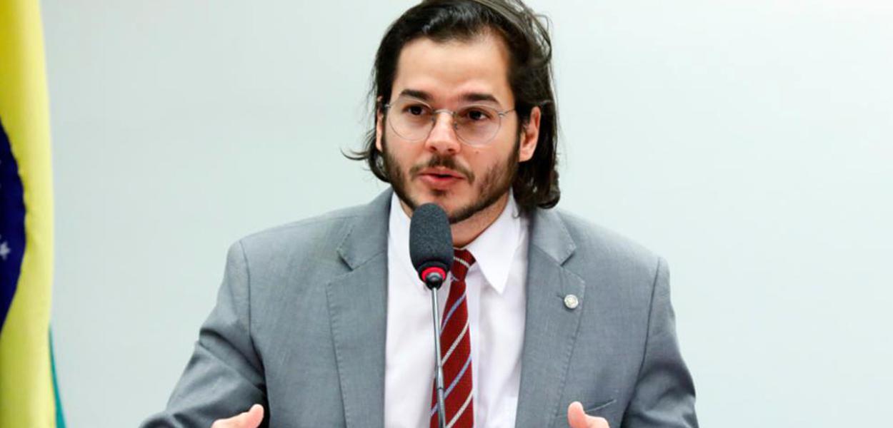 Deputado Túlio Gadêlha retira candidatura para Prefeitura de Recife (Pernambuco)