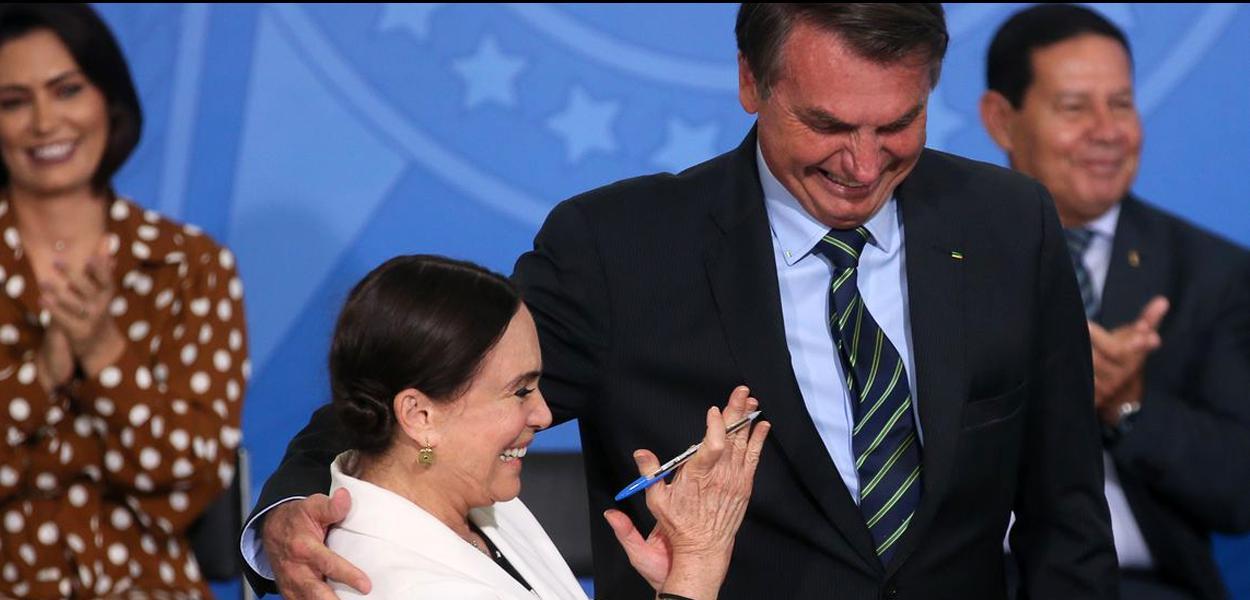 Regina Duarte ao tomar posse na Secretaria Especial da Cultura.