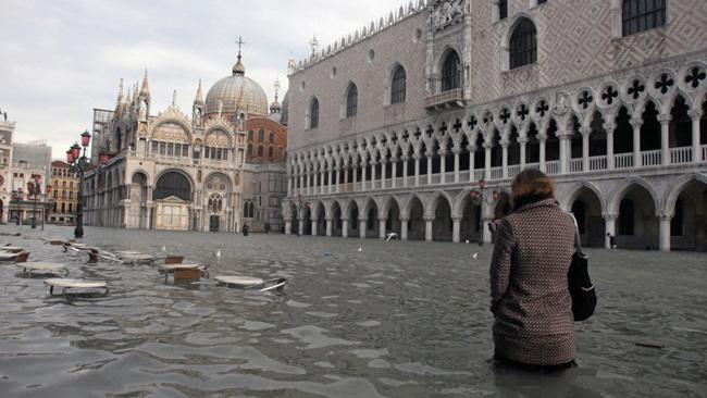 Praça de são Marcos, em Veneza, inundada pelas águas do mar