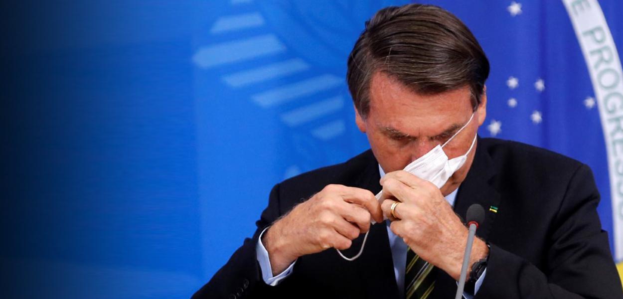 Jair Bolsonaro durante coletiva de imprensa sobre o coronavírus
