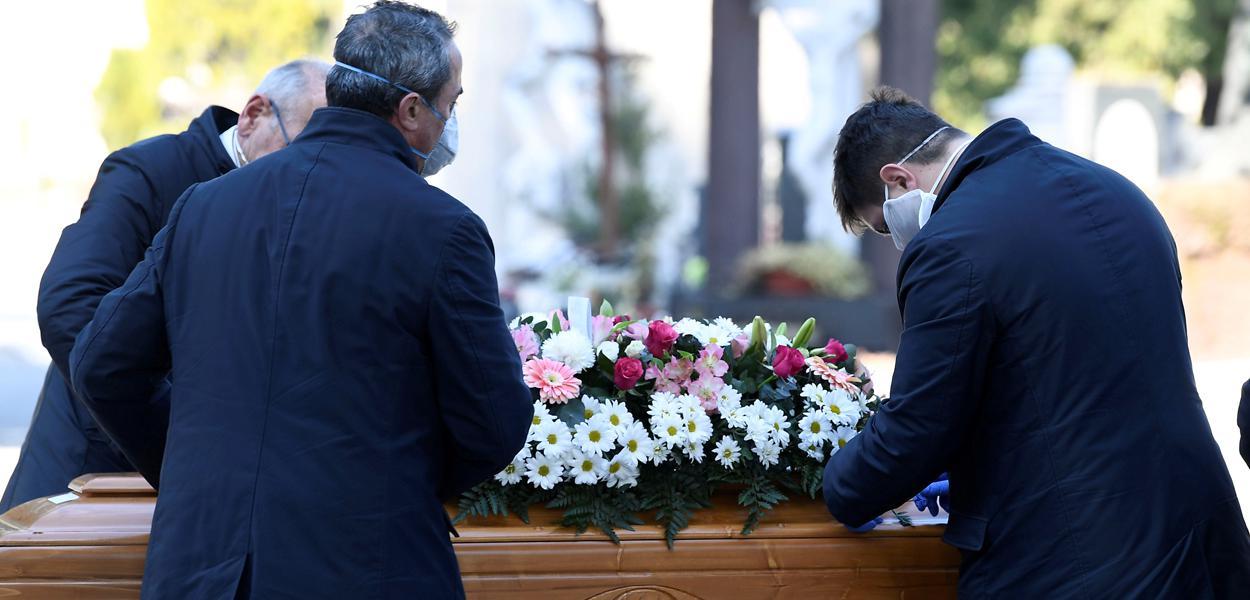 Itália registra 793 mortes por coronavírus em um dia e total vai a 4.825