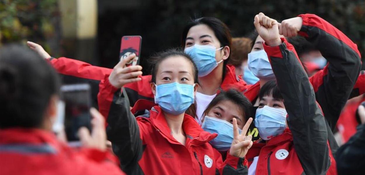 Equipes médicas de Wuhan comemoram o Dia Internacional da Mulher