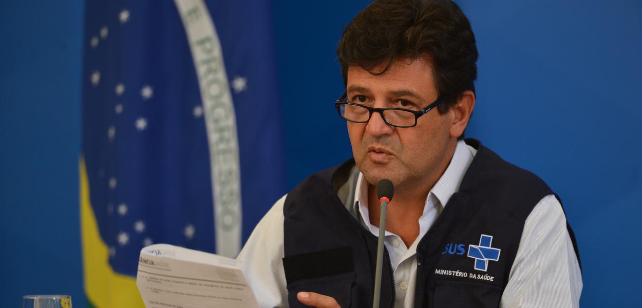 O ministro da Saúde, Luiz Henrique Mandetta;  participa de coletiva de imprensa no Palácio do Planalto, sobre as ações de enfrentamento ao covid-19 no país
