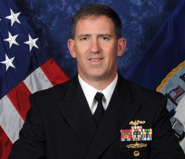 O almirante John Polowczyk