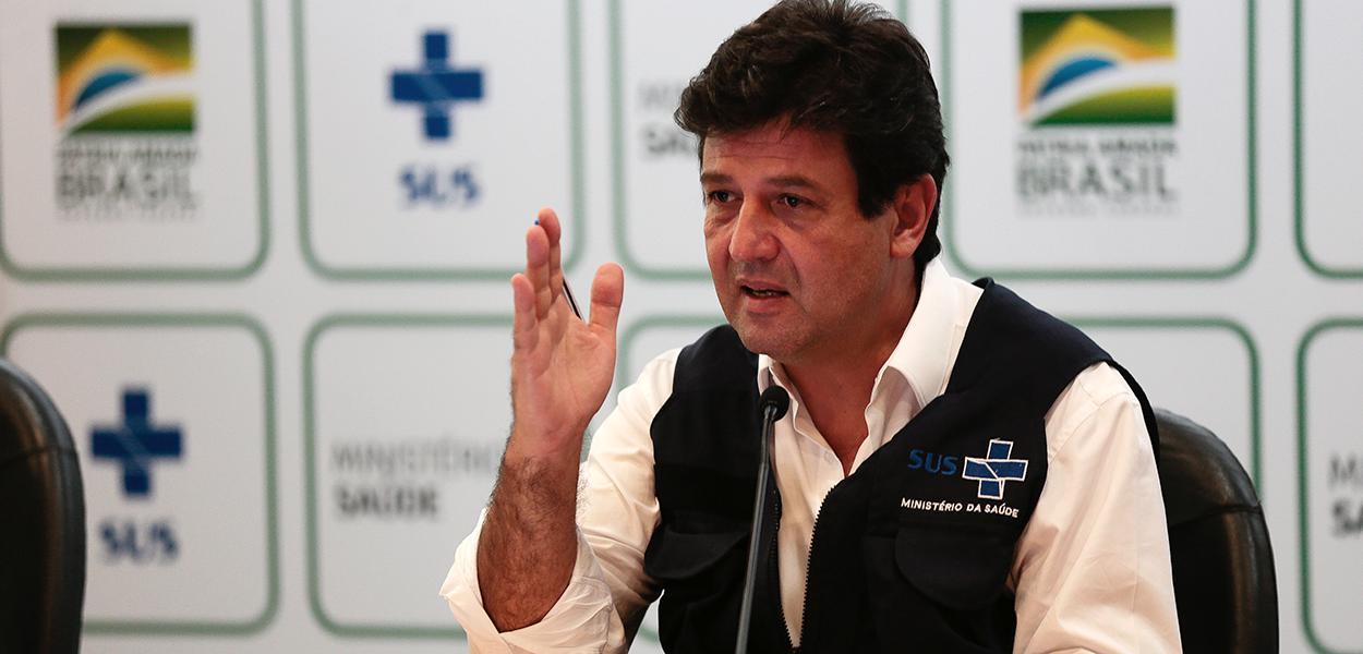 Ministro da Saúde Luiz Henrique Mandetta fala à imprensa