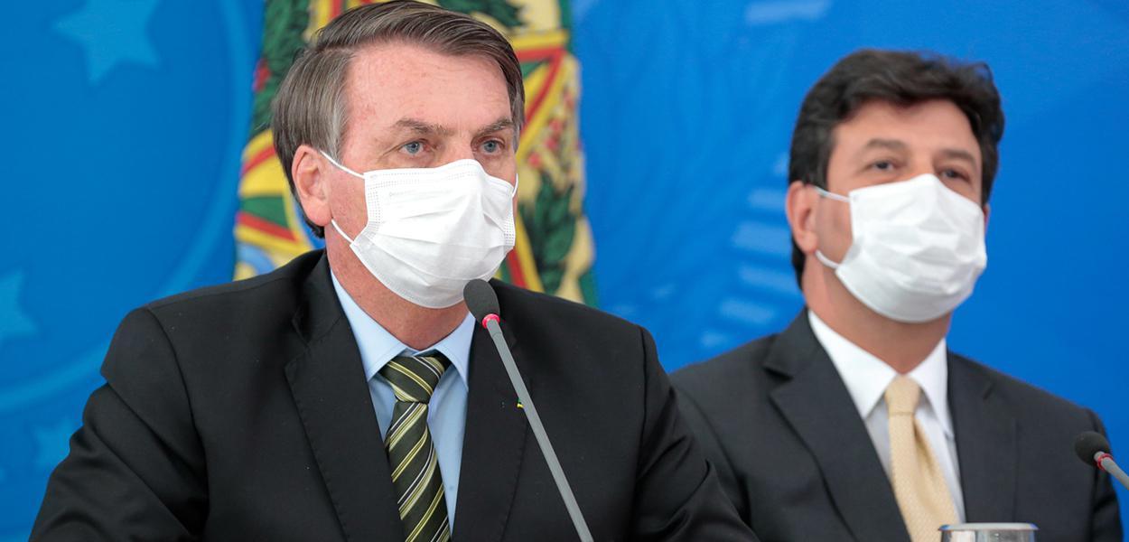 Bolsonaro ignora lei e não convoca milhares de médicos formados no exterior