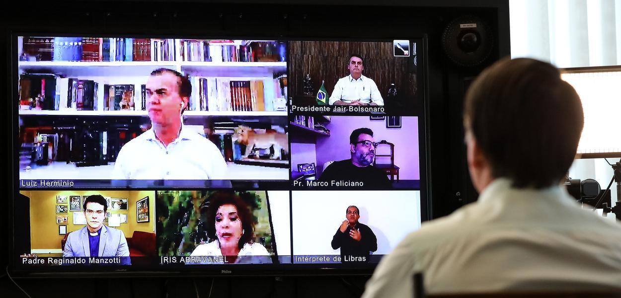 Jair Bolsonaro participa de videoconferência com lideranças religiosas em comemoração da Páscoa