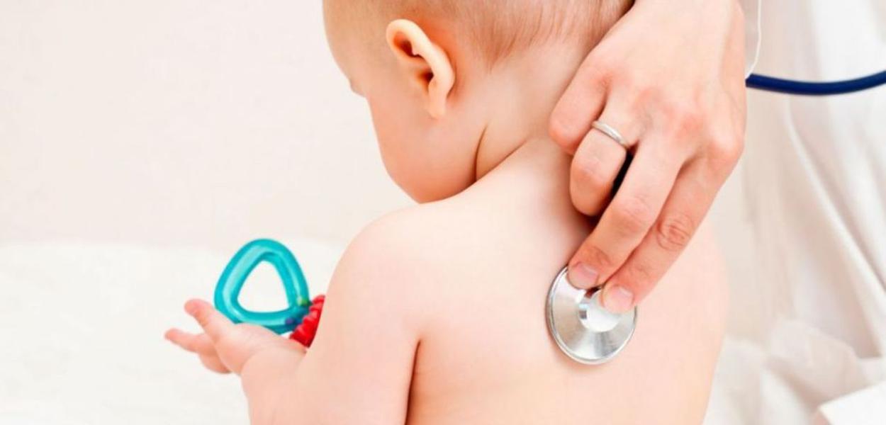 Bebê em consulta médica