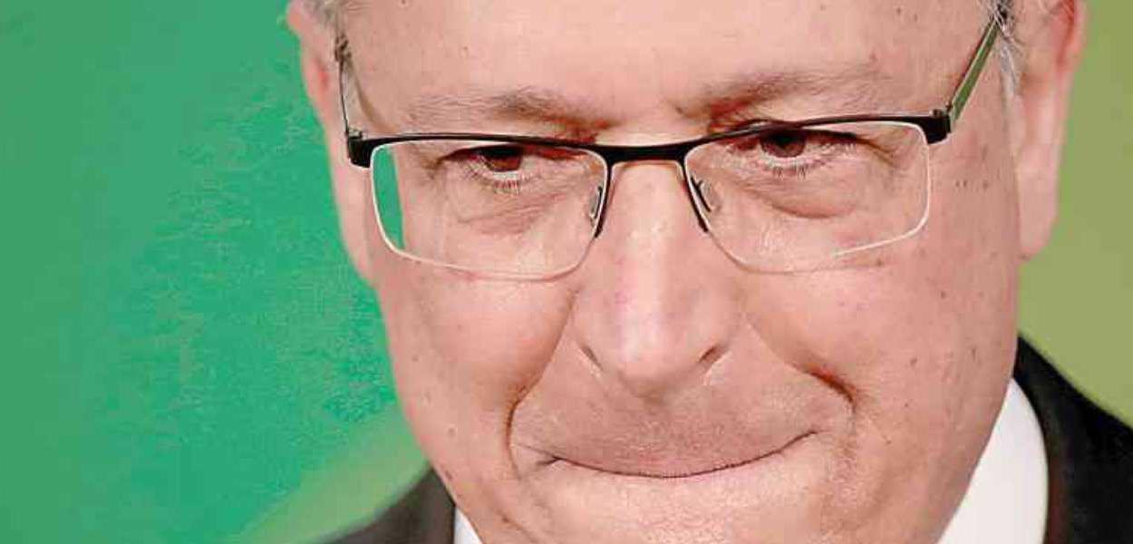 Alckmin acena ao eleitor de extrema-direita e promete facilitar porte de armas