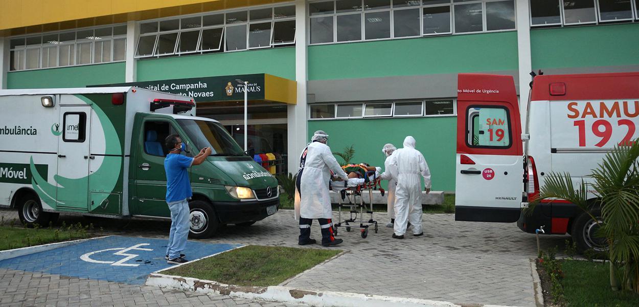 Chegada de pacientes no Hospital de Campanha Gilberto Novaes