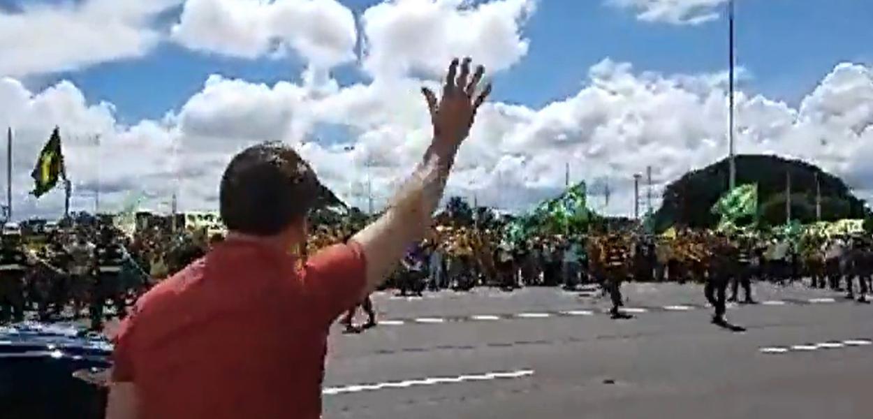 Bolsonaro discurso a apoiadores que pediram AI-5 em Brasília