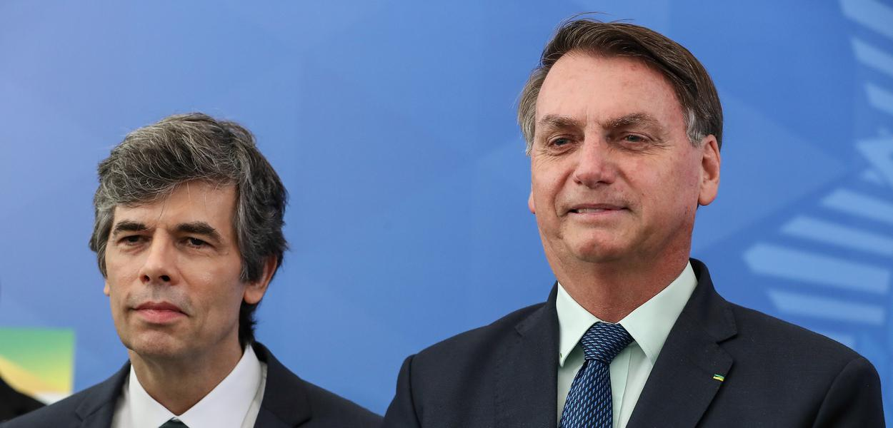 Nelson Teich tomou posse como novo ministro da Saúde em meio a dificuldades de articulação e queda de popularidade de Jair Bolsonaro