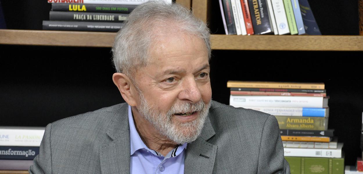Ex-presidente cobrou do presidente da Câmara, Rodrigo Maia (DEM-RJ), o trâmite do processo de impeachment de Jair Bolsonaro