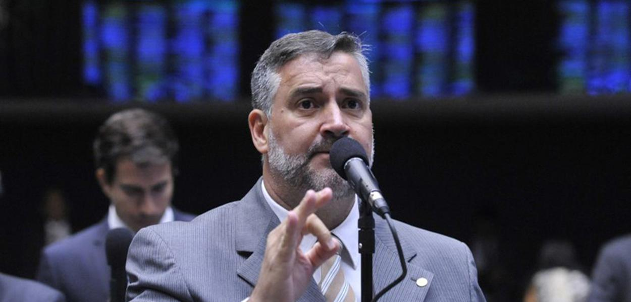 """Deputado do PT-RS também critica """"tristes personagens que se dispõe a serem coadjuvantes dessa censura imposta ao PT e suas lideranças"""""""