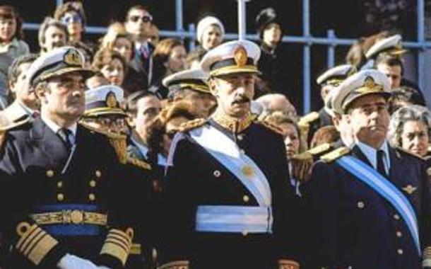 Junta militar da Argentina. Ao centro, o ditador Rafael Videla