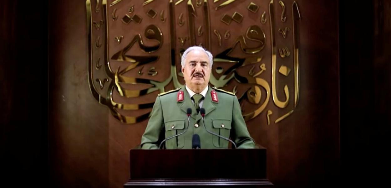 Jalifa Haftar, comandante do Exército Nacional Líbio