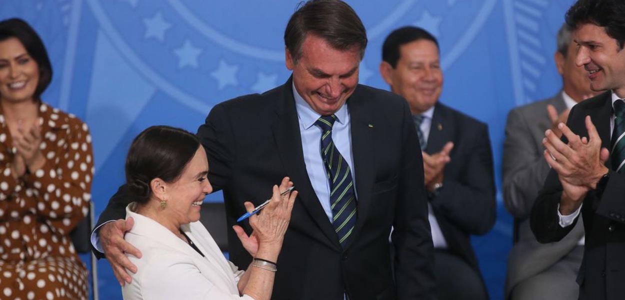 Brasilia DF 04 03 2020 O presidente Jair Bolsonaro dá posse à secretária especial da Cultura do Ministério do Turismo, Regina Duarte foto Antonio Cruz/Ag. Brasil