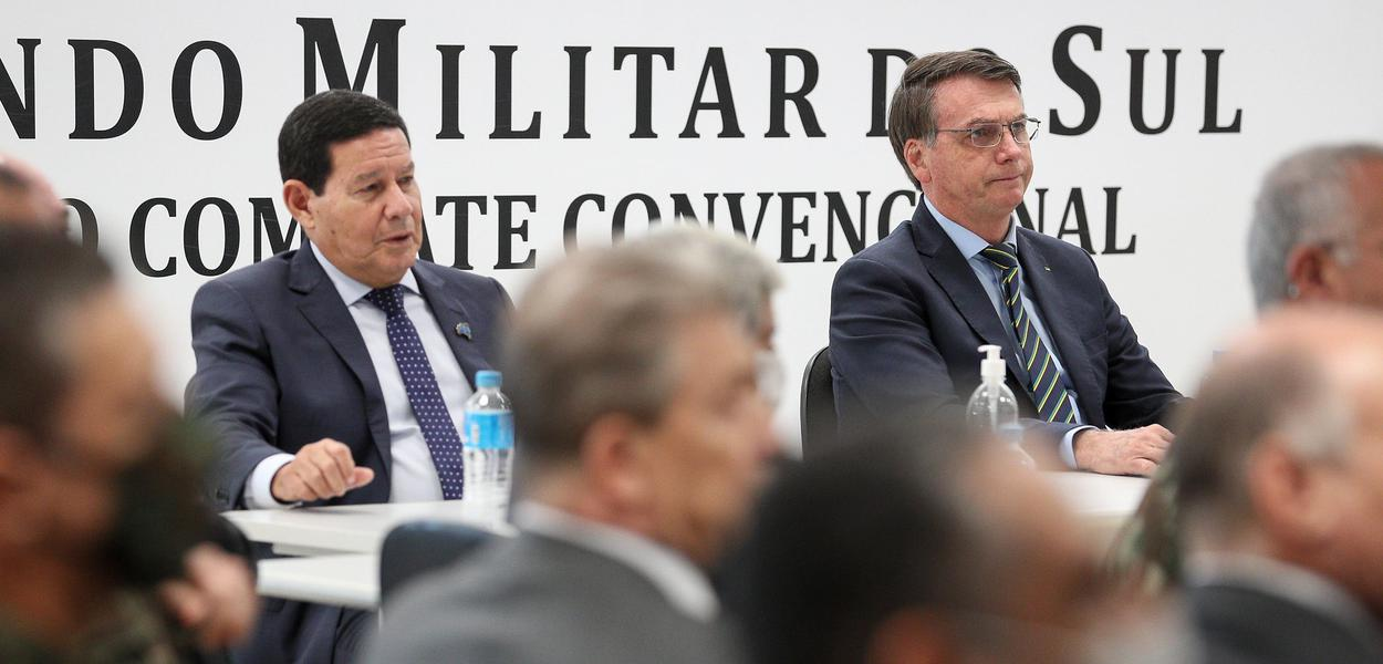 (Porto Alegre - RS, 30/04/2020) Sem Mascara o Presidente da República Jair Bolsonaroe o vice durante Solenidade de transmissão do cargo de Comandante Militar do Sul