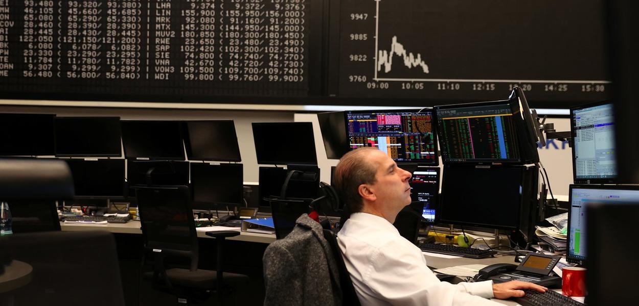 Operador do mercado de ações em meio à pandemia do coronavírus. 27/3/2020.