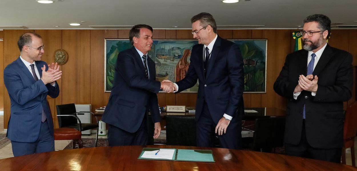 (Brasília - DF, 04/05/2020) Presidente da República Jair Bolsonaro, durante assinatura do Termo de Posse do senhor Rolando Alexandre de Souza, Diretor-Geral da Polícia Federal.Foto: Isac Nóbrega/PR