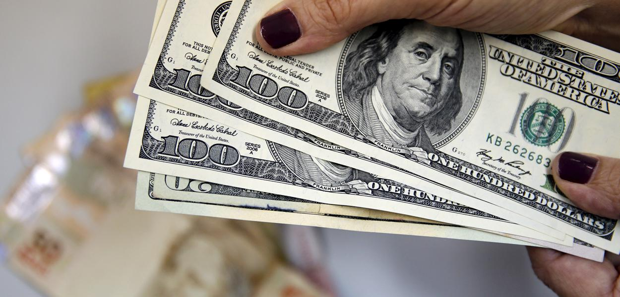 Dólar tem maior queda semanal em mais de um ano após Fed