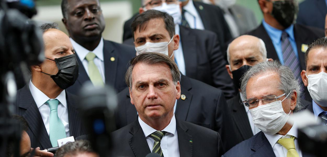 Bolsonaro e Guedes falam com jornalistas após audiência com o presidente do Supremo, Dias Toffoli. 07/05/2020
