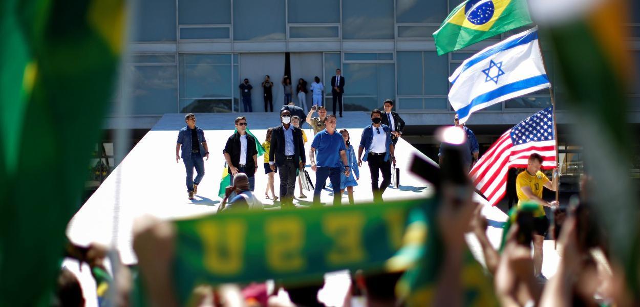 Bandeira de Israel em ato pró-Bolsonaro volta a gerar polêmica