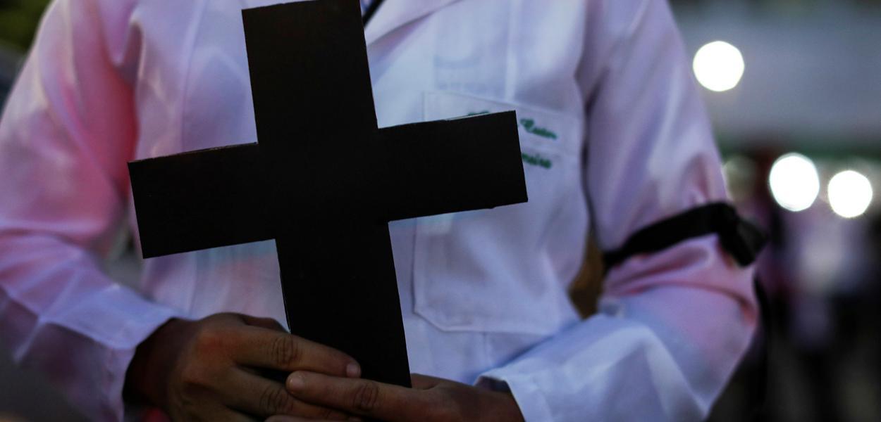 Ato de profissionais da saúde em homenagem a colegas mortos pela Covid-19 em Manaus (AM) 16/05/2020