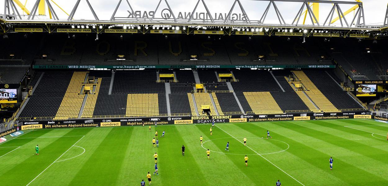 Vista da partida entre Borussia Dortmund e Schalke 04, na retomada do campeonato alemão, sem torcida, devido à pandemia do coronavírus. 16/5/2020.