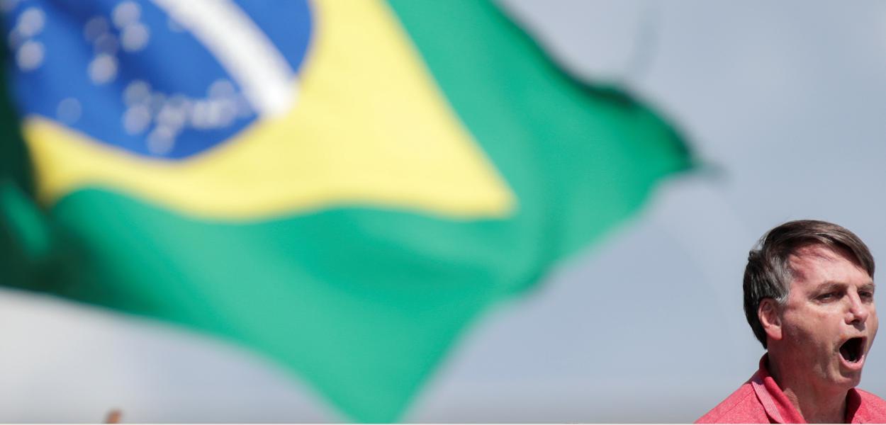 Bolsonaro fala a apoiadores durante manifestação em Brasília 19/4/2020