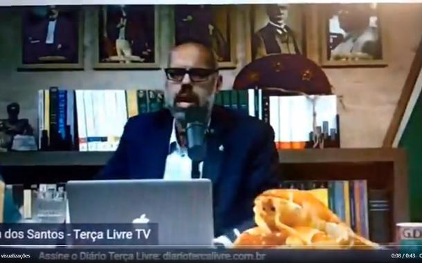 20200527210548 8e39a5f76b0eee6675e2e363a3c157604b2c880d154d955a5a2407956fd0a686 - Allan dos Santos faz live com Eduardo Bolsonaro, sacode uma lagosta e chama Alexandre de Moraes de moleque (vídeo)