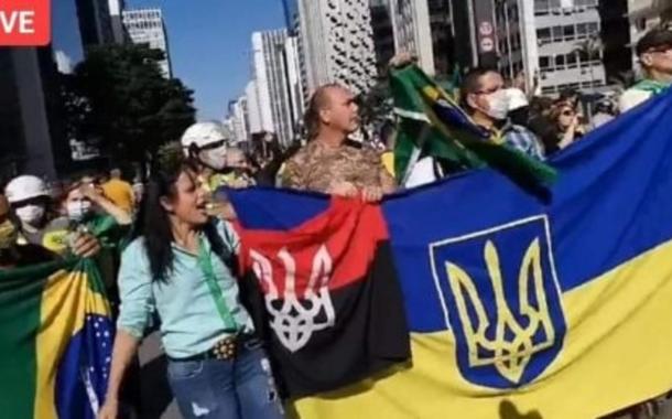 Bandeira neonazista da Ucrânia em protesto pró-Bolsonaro na Avenida Paulista (31.5.20)