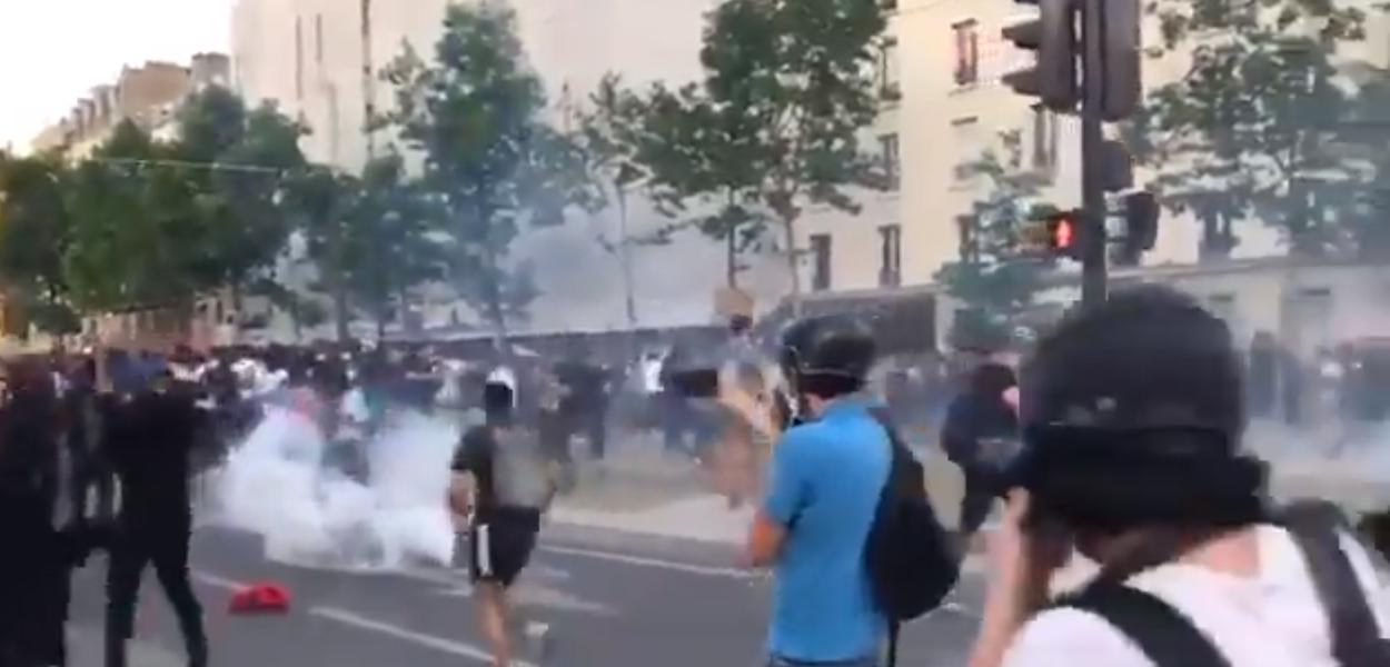 Polícia reprime manifestação antirracista em Paris (2.6.20)