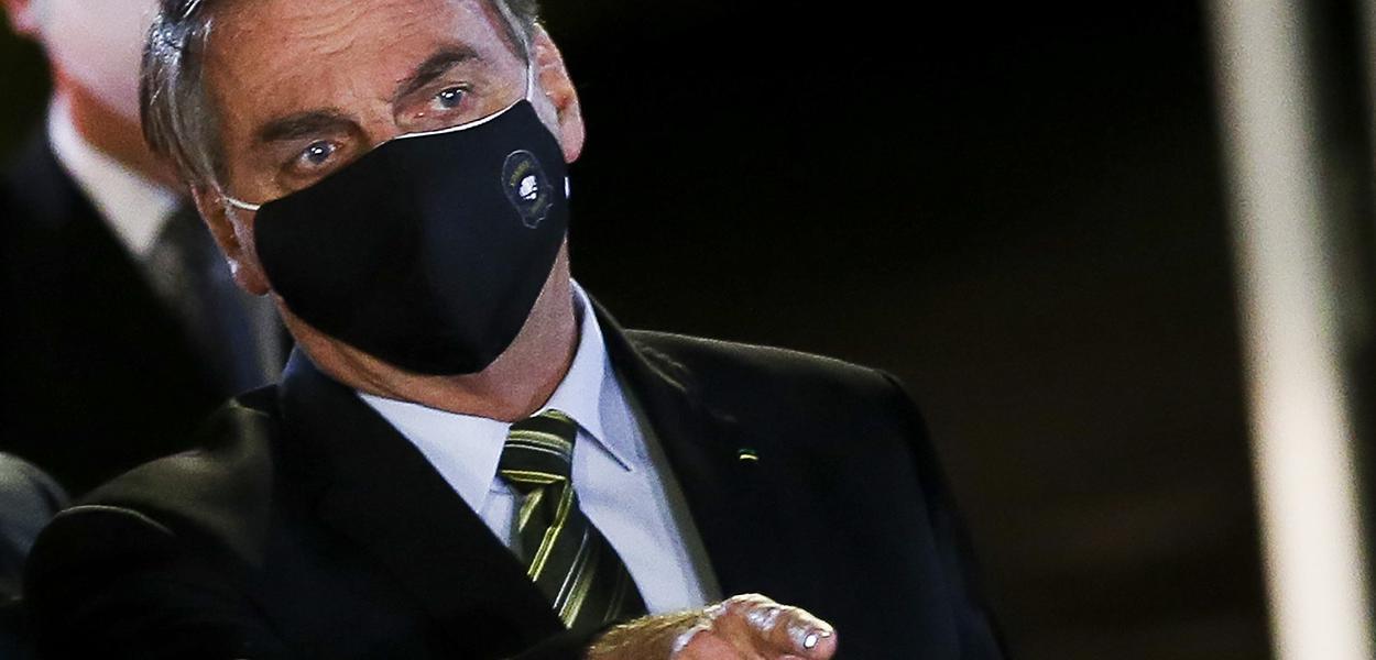 Jair Bolsonaro fala à imprensa no Palácio da Alvorada