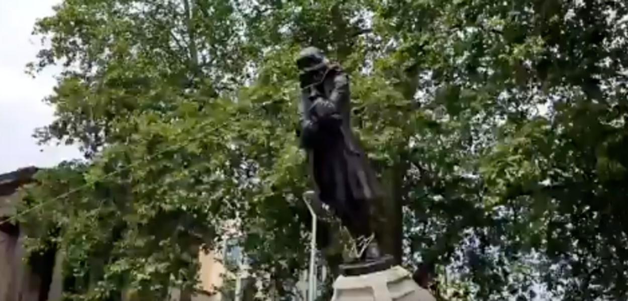Estátua do traficante de escravos Edward Colston