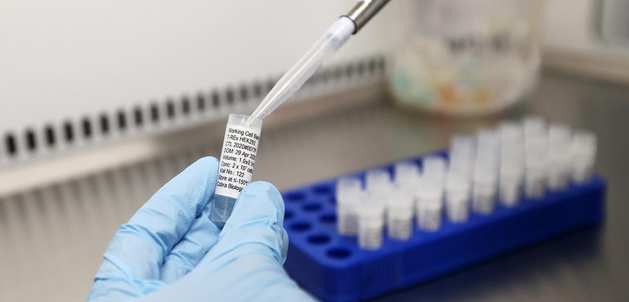 Cientistas do Reino Unido trabalham em potencial vacina para Covid-19 30/04/2020