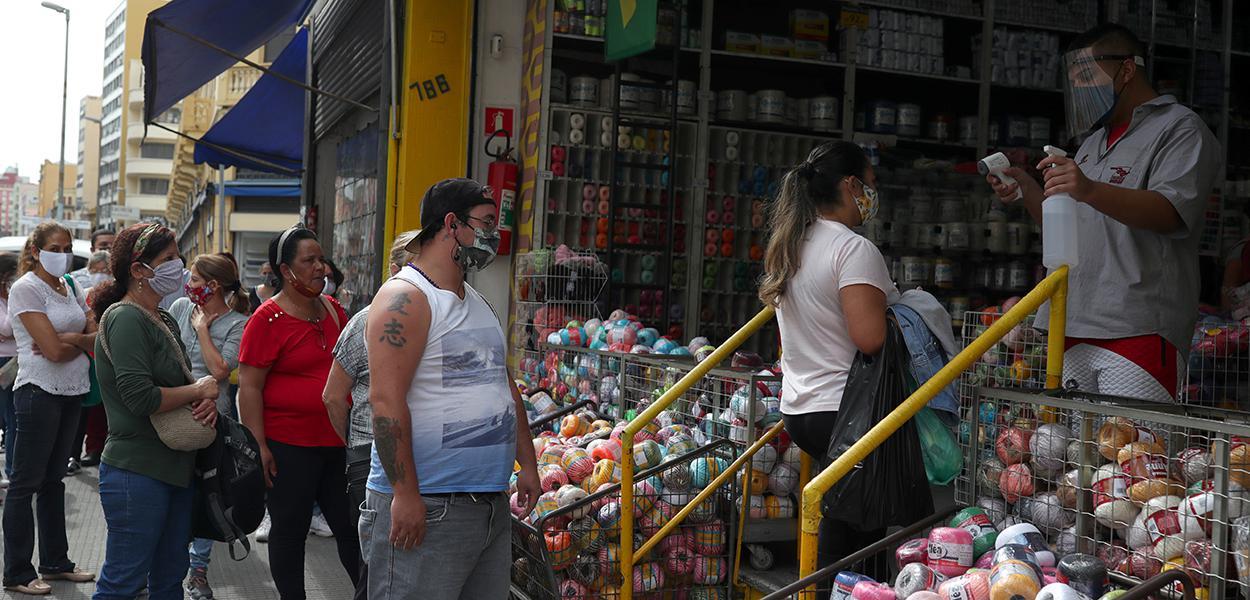 Comércio de rua reaberto na cidade de São Paulo 10/6/2020