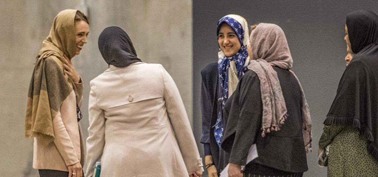 Com um grupo de mulheres da comunidade islâmica de seu país