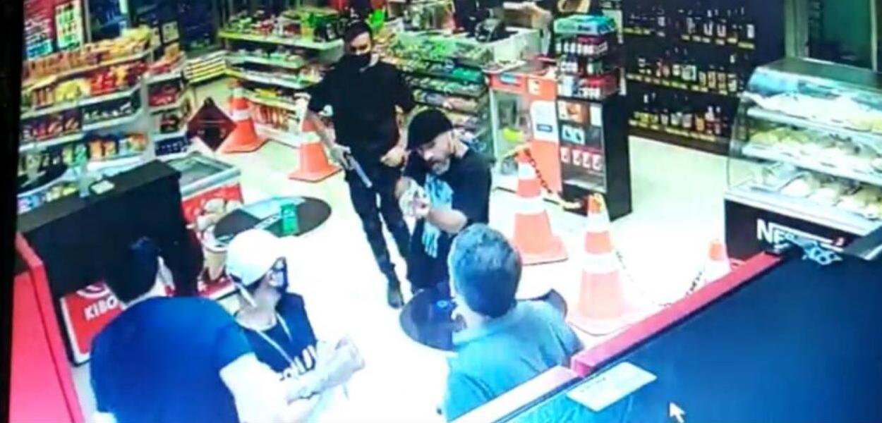 Imagem de câmera de segurança que flagrou o assassinato de Igor Martinho Kalluf