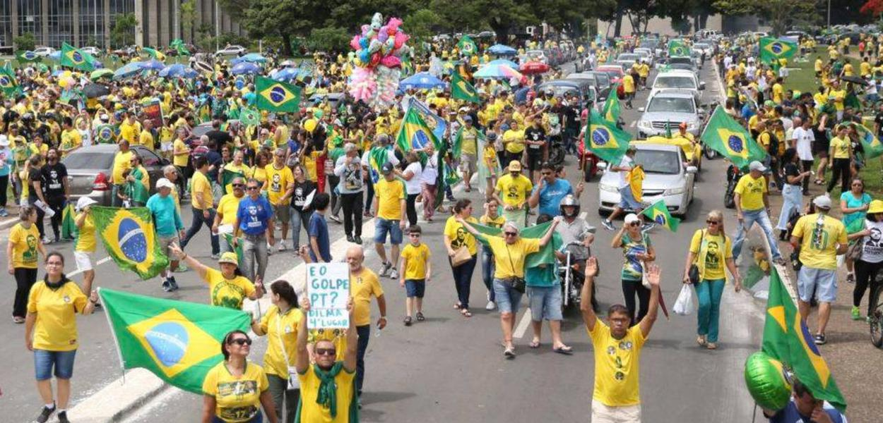 Manifestação a favor de Bolsonaro e contra o PT, na Esplanada dos Ministérios, em Brasília.Foto José Cruz/Agência Brasil