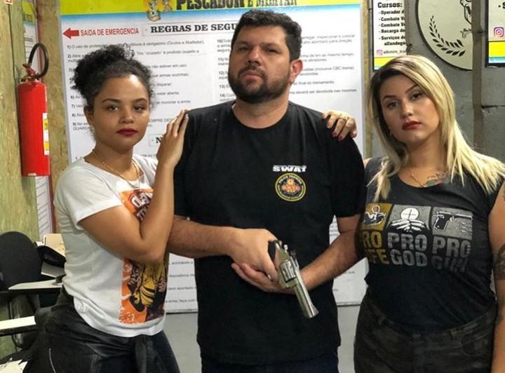 Oswaldo Eustáquio (centro) e Sara Winter (à direita)