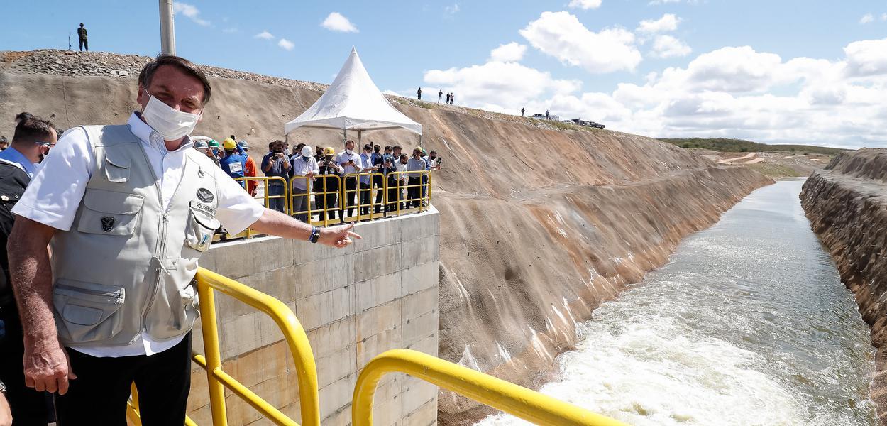 Jair Bolsonaro inaugura obra de transposição do rio São Francisco