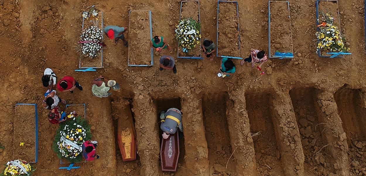 Cemitério Parque Tarumã, em Manaus 26/06/2020