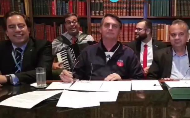 Jair Bolsonaro em live presidencial. 02.07.2020