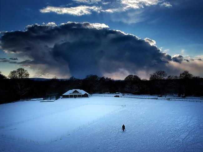 Nuvem sobre o lago