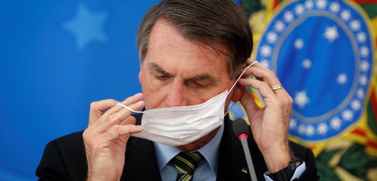 Jair Bolsonaro dizia que máscara é 'coisa de v.'