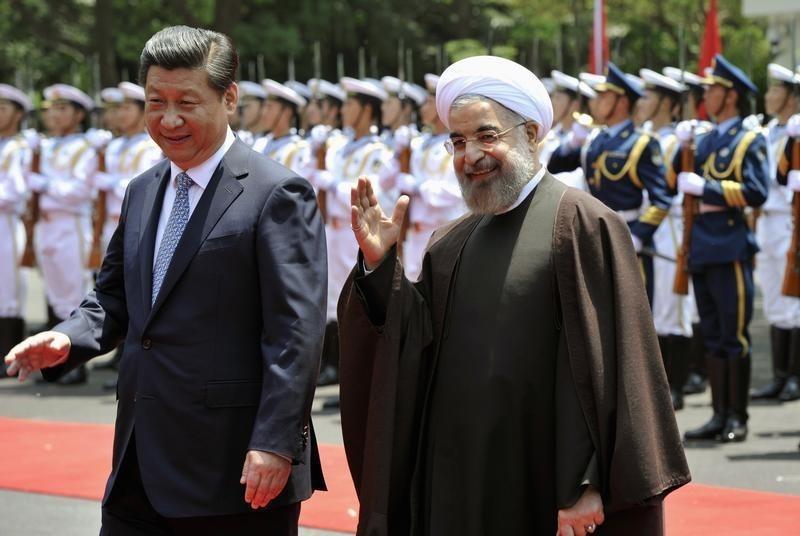 Presidentes da China, Xi Jinping, e do Irã, Hassan Rouhani, em Xangai, em 22 de maio de 2014