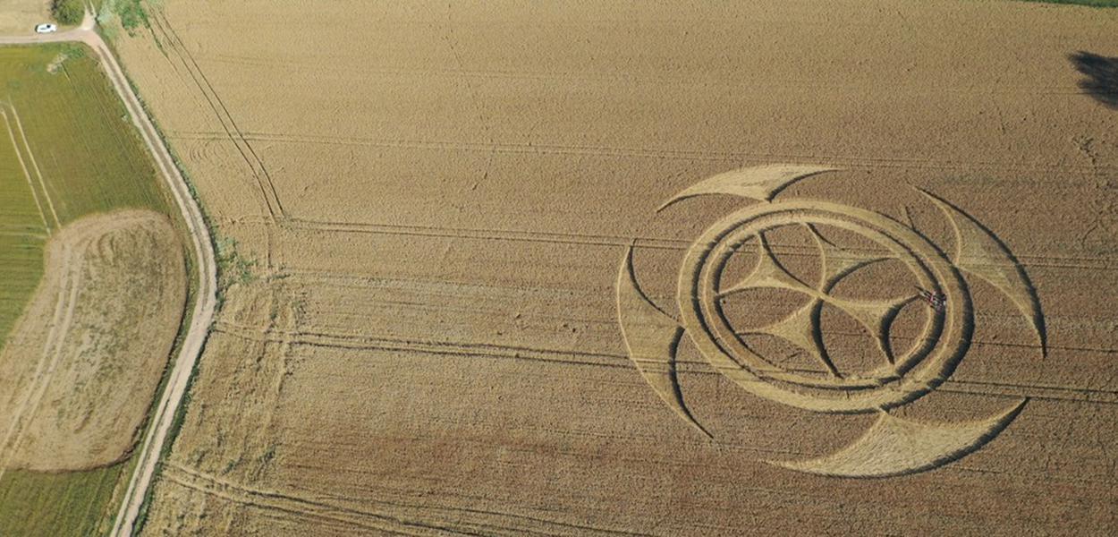 Símbolo em campo de trigo na França
