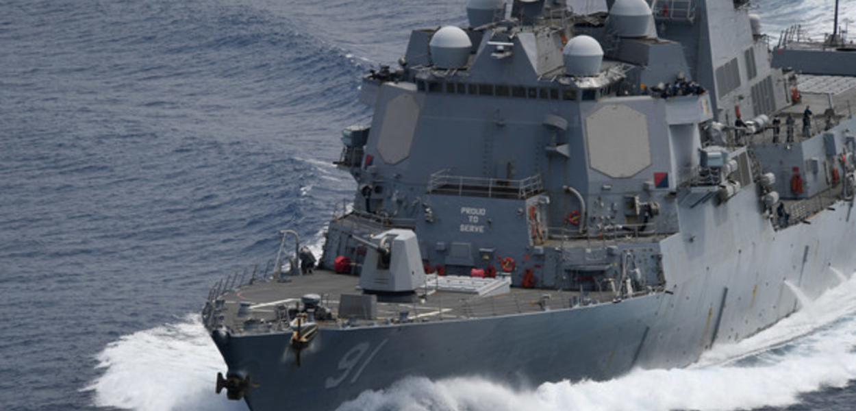 Navo dos EUA em Operação nas proximidades da Venezuela