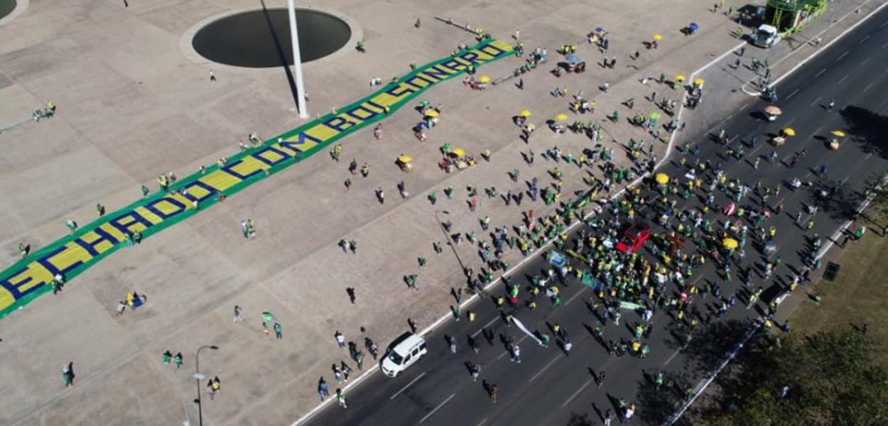 Manifestantes se reúnem na Esplanada em ato de apoio a Bolsonaro